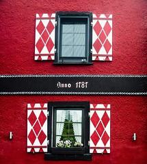 red (prodicio) Tags: nx1000 boppard red rojo fachadas facades window ventana contraventana germany alemania 50200 rhine rhin