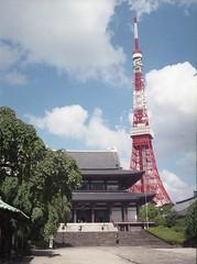 Tokyo Tower, 160807 (Taro Jimkisbea) Tags: tokyotower zojoji penees3 olympus  fujifilm