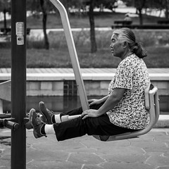 Forever young (Go-tea ) Tags: canon eos 100d 50mm bw bnw black blackwhite blackandwhithe white street urban city people china chinese asian asia qingdao huangdao park outside outdoor nature old woman sport fitness exercice training shape body gym legs knees granny grandma tired hard important health seated motivation portrait skin rinkless marks good perfect exemple