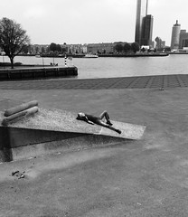 Chillin' (Miranda Ruiter) Tags: chillin streetphotography blackandwhite rotterdam