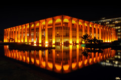 Palácio Itamaraty (Otacílio Rodrigues) Tags: noite edifício arquitetura fundoescuro cidade distritofederal federaldistrict palácioitamaraty itamaratypalace oscarniemeyer urban luzes lights reflexo reflection lago pond água water brasil oro capital city capitalcity turismo tourism topf25 topf50