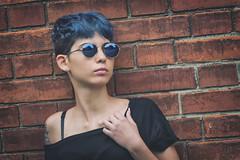 Megan (www.darnoc.fr) Tags: rouge jaune bleu pourpre canon eos6d eos 6d ef24105mmf4lisusm 24105mm 24105 femme modele blanc portrait studio orange bleue lunettes briques mur