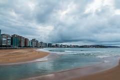 Amenaza (David A.L.) Tags: asturias gijn sanlorenzo playa playadesanlorenzo nubes nublado nube ro piles