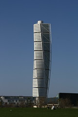 Malmo: Turning Torso (Mellooow) Tags: mare sweden monumento edificio malmo svezia turningtorso