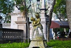 Un dialogo. (spawn5555) Tags: centro escultura plaza history histrico historia belleza nikon d3000 fuente aguascalientes colonial antiguo