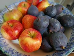 apples and figs 264/366 (dawn.v) Tags: apples fruit figs bowl september 2016 hamworthy poole dorset uk england lumixlx100 366daysin2016 athome flickrfriday simplyirresistible healthy stilllife