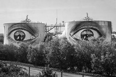 Can't Take My Eyes Off You... (* Carlus Costa *) Tags: carlus carlusibiza paris foto fotografa ojos eyes graffiti blackandwhite blancoynegro photography fujifilm xpro1 train tren look cant take off you
