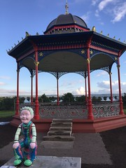 IMG_5209 (Blue Through Crimp) Tags: dundee scotland unitedkingdom westend magdalengreen bandstand fromoorrootsup