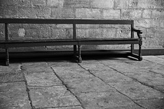 Lonely bench (Laph95) Tags: bench banc palais papes avignon france sud wood bois salle dalle lonely seul alone nb bw monochrome minimalist nobody