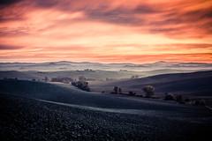Tuscany 2016 (alexanderkoch) Tags: landscape sunset clouds outdoor tree sky acre landschaft sonnenaufgang siena tuscany toskana italy italien baum himmel wolken acker blau rot orange