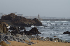 Winter is coming (Tiago S. Rodrigues) Tags: pentax ricoh brach lighthouse rocks sea ocean sand beach beacheslandscapes porto portugal flickitlater