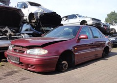 Hyundai Lantra J1 1.6i GLS 27-5-1994 HZ-LH-27 (Fuego 81) Tags: hyundai lantra j1 1994 hzlh27 onk sidecode5 scrap junk yard car recycling autodemontage autosloop sloperij schroot schrott autoverwertung mars zwolle