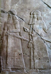 Pergamon museum in Berlin - Assyrian soldiers (Sokleine) Tags: museum muse pergamon berlin antiquities germany deutschland allemagne assyrian soldiers army parade