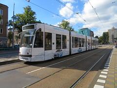 Amsterdam Rivierenbuurt Vrijheidslaan Combino 2092 Hyundai (GeRiviera) Tags: amsterdam netherlands nederland dutch zuid gemeentevervoerbedrijf gvb noordholland tram trasportopubblico tranvia tramvaj tramvia transportspublicspayants combino vrijheidslaan hyundai lijn12 2092
