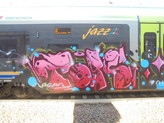 242 (en-ri) Tags: reser tots crew rosa arrow train torino graffiti writing