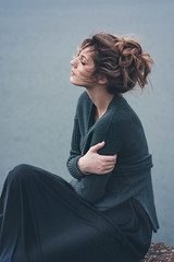 Justine (Yann Fauchier urban & portrait photography.) Tags: portrait natural light fujifilm xt1 90mm girl woman blue sea wind hair green