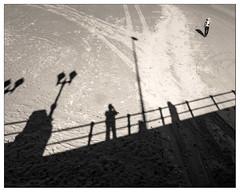 levitacin (Ramn Medina) Tags: gijn asturias playa beach puente bridge sombras shadows autorretrato selfportrait