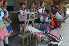 Teaching weaving fabric ... (Rita Willaert) Tags: china handmade embroidery kinderen patchwork guizhou miao minority handwork minorities etnic traditionalclothing zuidwest minderheden bijie rodedraadmiao