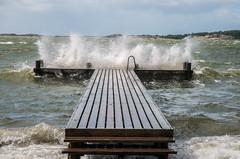Friska vindar... (Algots) Tags: vind storm brygga vatten friskavindar vstkusten hovs hav