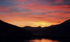 e vedrai il cielo quando si colora (me, paolo and the seven wonders + two) Tags: lago ceresio tramonto montagne nuvole