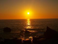 Amarillo (clarabueno) Tags: amanecer sol amarillo mar olas rocas luanco puerto playa contraste cielo reflejo dawn sun sea sky