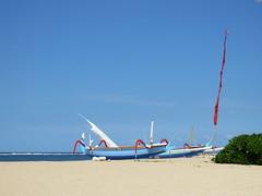 Tandjung Sari  Sanur - Bali 2016 (Valerie Hukalo) Tags: sanur plage beach jukung bateau bali asie asia indonsie indonesia hukalo safaribali valriehukalo tandjungsari