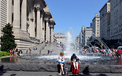 Fountain and Steps (Eddie C3) Tags: newyorkcity uppereastside metropolitanmuseumofart fifthavenue streetscenes metropolitanmuseum nyc