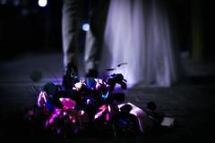 it's done (Edwin M. Glez) Tags: street calle strasse wedding ehepaar blumen flores ramo flowers married hochzeit boda pareja esposos canon 600d t3i 50mm