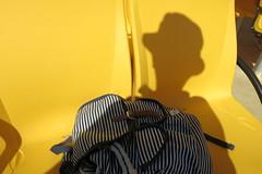 La fotografa (Micheo) Tags: spain crucero marinadeleste boatdil lapuntadelamona amarillo yellow asientos seats barco boat mochila backpack sombra shadow me myself