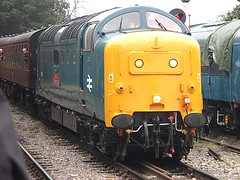 55019 pulls into North Weald, EOR Epping Ongar Railway Diesel Gala 17.09.16 (Trevor Bruford) Tags: eor epping ongar heritage railway north weald br blue train diesel locomotive gala deltic d9019 9019 55019 royal highland fusilier napier ee english electric dps preservation society