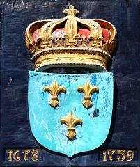 Ft. Niagara French Coat of Arms Medallion (Jay Costello) Tags: oldfortniagara coatofarms fleurdelis crown french bristish blue tirquoise