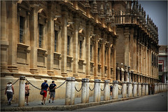 Le long de la Cathedral, Sevilla, Andalucia, Espana (claude lina) Tags: claudelina espana spain espagne andalucia andalousie ville town city sevilla sville architecture catedral