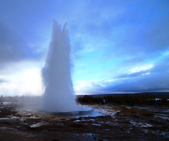 Timing (Sanda_I) Tags: 10 minutes geyser iceland earth hearth europe discover north mother nature wild activity landscape islande voyage adventure blue bleu clouds weather strokkur wow