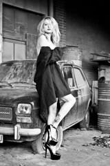 Nancy (silmarjo) Tags: nancy blancoynegro mujer woman coche modelo rubia zapatos abandonado sucio chaqyeta gente
