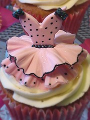 Dress cupcakes (eMillicake) Tags: fondant handmade toppers cupcakes