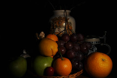 Autumn in the house (Pinchignetto) Tags: natura morta still life orange arance uva vaso bricca grapes castelli