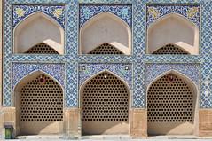 Arcades (mop plaer) Tags: iran perse persia ispahan isfahan esfahan arche arcade religion islam mosque mosque dieu god musulman muslim garbage poubelle bleu blue