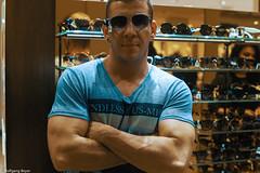 Sunglass Hut KaDeWe (BLN1989) Tags: biceps bodybuilding face sunglass portrait