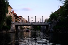Liubliana (17) / Eslovenia / Slovenia (Ull mgic) Tags: liubliana eslovenia slovenia nucliantic canal aigua agua water pont puente reflexes reflejos edifici arquitectura fuji xt1