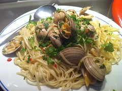 Dinner - May 18 - Linguine alla vongole (Two Fat Laddies) Tags: dinner healthy italian meals pasta meal seafood chilli parsley clams linguine italianfood vongole linguineallavongole twofatladdies uploaded:by=flickrmobile flickriosapp:filter=nofilter