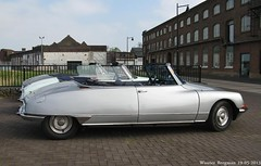 Citron DS cabriolet (XBXG) Tags: auto old france classic netherlands car vintage french automobile ds nederland convertible citron voiture cabrio paysbas ancienne cabriolet tiburn youngtimer snoek citronds desse evenement franaise ulft foreveryoung strijkijzer
