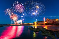 14 Juillet, Feux d'artifice de Saint-Malo (Guillaume Chanson) Tags: mer france canon fireworks fort bretagne reflet saintmalo 14juillet feuxdartifice citadelle ftenationale leetvilaine canoneos5dmarkiii