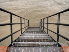 Stairway to the Thames, London (neilalderney123) Tags: 2016neilhoward london olympus water steps stairway