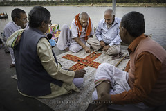 Mathura, Uttar Pradesh, Inida. (Ral Barrero fotografa) Tags: juego game india mathura oldmen men