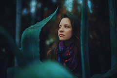 Otro Mundo (JavierAndrs) Tags: mujer woman chica girl jven young atmsfera atmosphere mood moody ethereal eterea plants plantas mirada look bosque f14 14 forest rboles trees verde green pauelo scarf bufanda bokeh colores colors color ojos eyes ropa clothes expresin expression retrato portrait pelo hair fro cold invierno winter estacin season mendoza argentina cerrodelagloria piel skin suave soft 50mm d800 nikon nikkor nature naturaleza