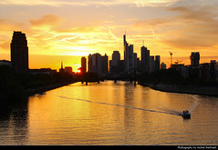 Sunset seen from Deutschherrnbrcke, Frankfurt, Germany (JH_1982) Tags: deutschherrnbrcke brcke bridge sky yellow orange red sun glow silhouette silhouettes sunset ocaso sonnenuntergang coucherdesoleil prdosol tramonto  zonsondergang zachdsoca solnedgng solnedgang auringonlasku apus  matahariterbenam mttriln   purple blue cloud clouds cloudy wolken skyline evening highrises skyscrapers wolkenkratzer hochhuser main river fluss reflection cityscape urban urbanity city spiegelung frankfurt frankfurter francfort frncfort francoforte meno     hessen hesse germany deutschland allemagne alemania germania