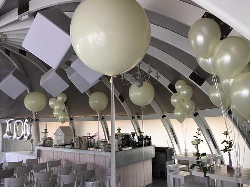 Tafeldecoratie 3ballonnen Ivoor Abel Poortugaal