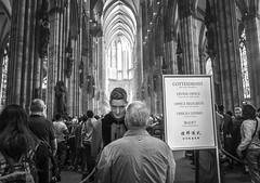 Divine Office (Ludo_Jacobs) Tags: cologne dom germany deutschland europe church cathedral kirche monochrome blackandwhite candid people street streetphotography city life