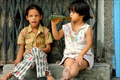 Thirsty (Vincentdevincennes) Tags: kids people portrait streetlife delhi india thirsty