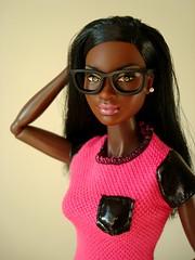 Black glasses (Deejay Bafaroy) Tags: barbie mattel doll puppe chandra soinstyle sis rocawear frbody fashion royalty portrait portrt black schwarz pink rosa glasses brille miniature miniatur 16 scale playscale shirt